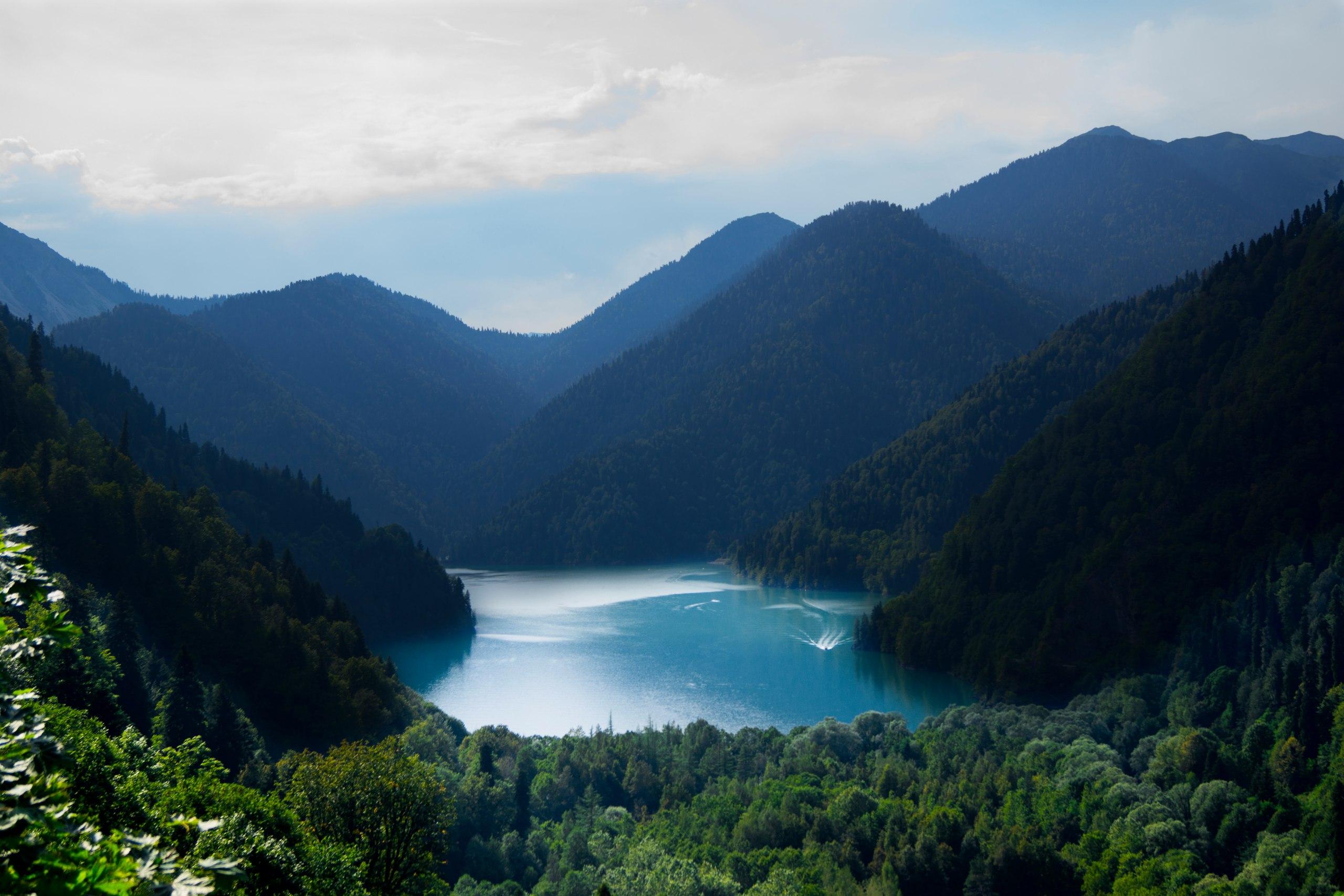 Сказочное озеро Абхазии – Рица